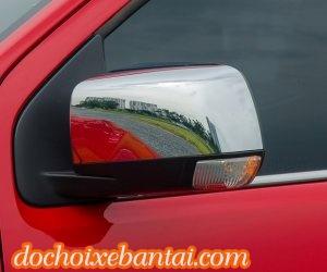 Đánh giá xe Chevrolet Colorado 2017: Gương chiếu hậu chỉnh điện tích hợp đèn xi-nhan.