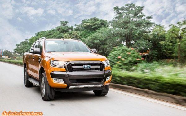Hình ảnh đầu xe Ford Ranger Wildtrak 2018 màu cam