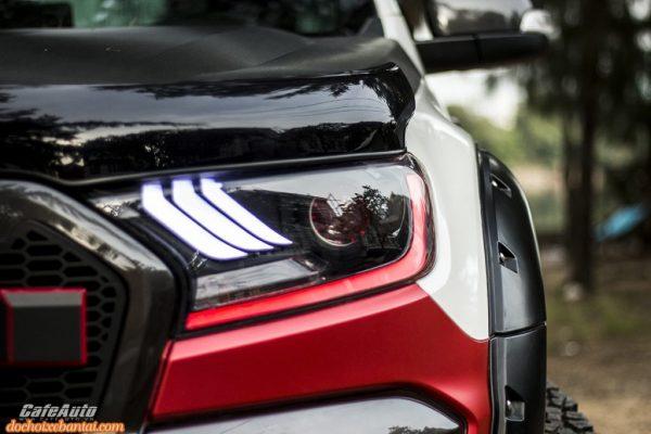 """Bán tải Ford Ranger độ """"chất"""" từng món trị giá hơn tỷ đồng"""