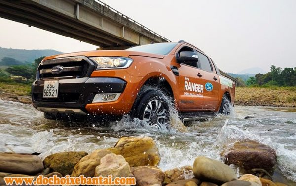 ford ranger gia re