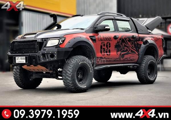 Xe bán tải Ford Ranger gắn bậc lên xuống cứng cáp và cùng nhiều món đồ chơi đẹp