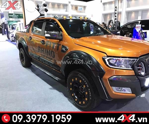 Ốp cua đinh có đèn độ đẹp cho xe Ford Ranger 2017 2018 2019