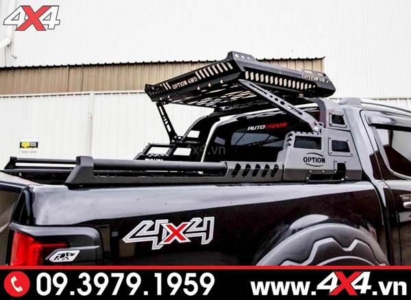 Chiếc bán tải Ford Ranger màu đen độ thanh thể thao 4wd hầm hố đẹp và ngầu