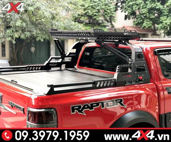 Chiếc Ford Ranger Raptor đỏ độ thanh thể thao 4wd và nắp thùng cuộn đẹp, hầm hố và đẳng cấp