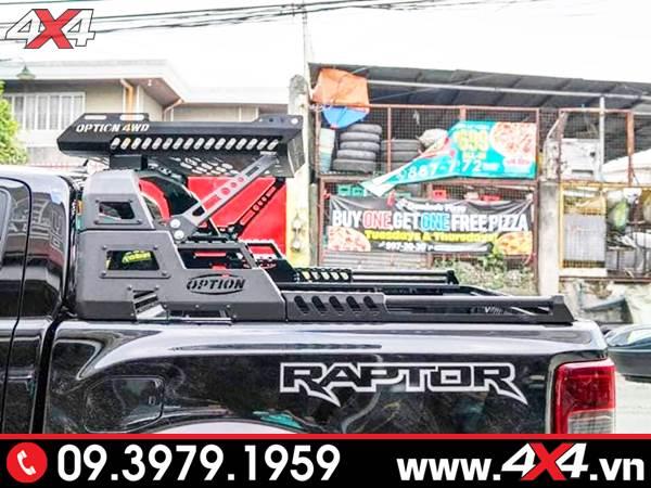 Chiếc bán tải Ford Ranger Raptor màu đen độ thanh thể thao 4wd ngầu chất và đẹp
