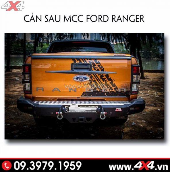Chiếc Ford Ranger màu cam gắn cản sau MCC đẹp và cứng cáp