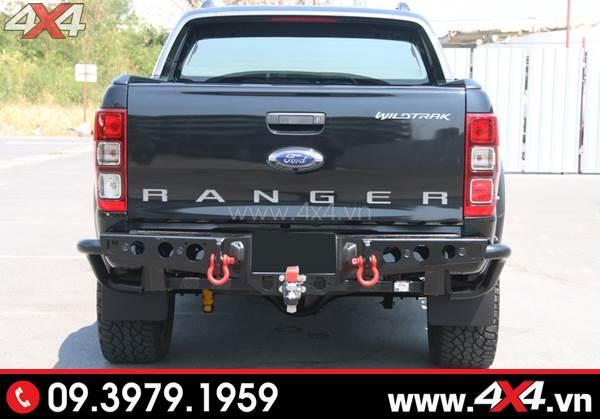 Chiếc Ford Ranger màu đen gắn cản sau YAK Thái Lan đẹp ngầu