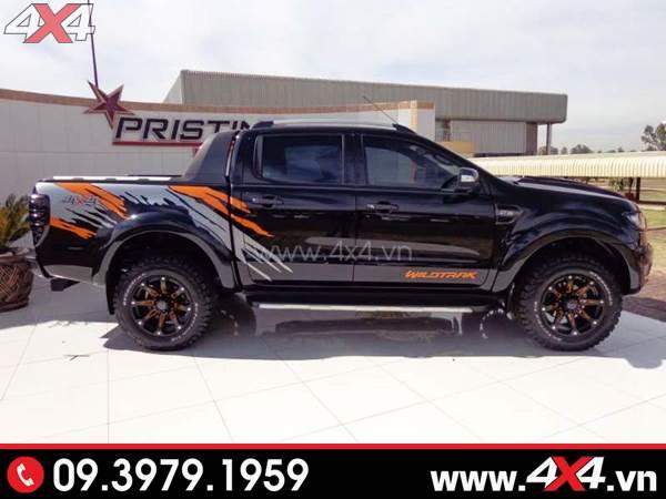 Tem dán xe bán tải - Chiếc Ford Ranger màu đen độ nhẹ với tem decal siêu ngầu