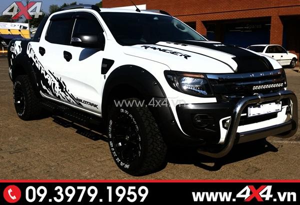 Tem dán xe bán tải - Chiếc bán tải trắng thêm phần ngầu và cứng cáp hơn với tem xe màu đen