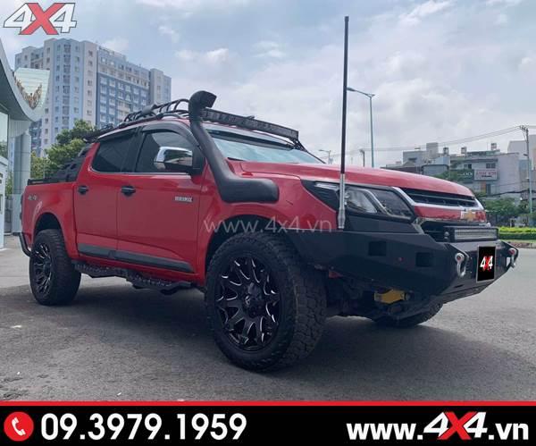 Chiếc bán tải Chevrolet Colorado màu đỏ độ đẹp và ngầu với cản trước Option 4WD và nhiều món đồ chơi khác