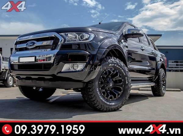 Chiếc Ford Ranger màu đen gắn mâm Fuel Assault đẹp và chất
