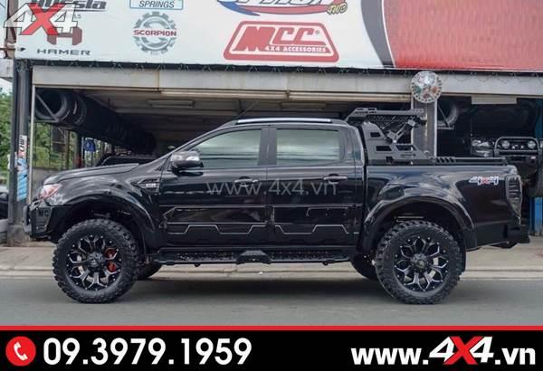 Mâm xe Ford Ranger - Xe bán tải Ford Ranger màu đen độ cứng cáp với mâm Fuel Assault, ốp sườn, baga thùng sau,...