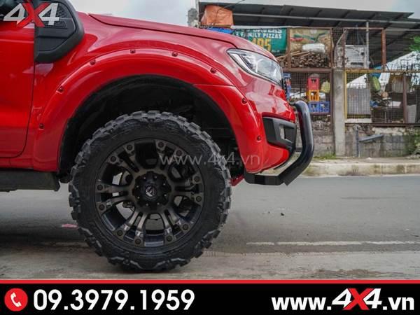 Mâm xe Ford Ranger - Chiếc Ford Ranger đỏ gắn mâm Fuel Vapor, lốp, cản, ốp cua lốp ngầu và chất