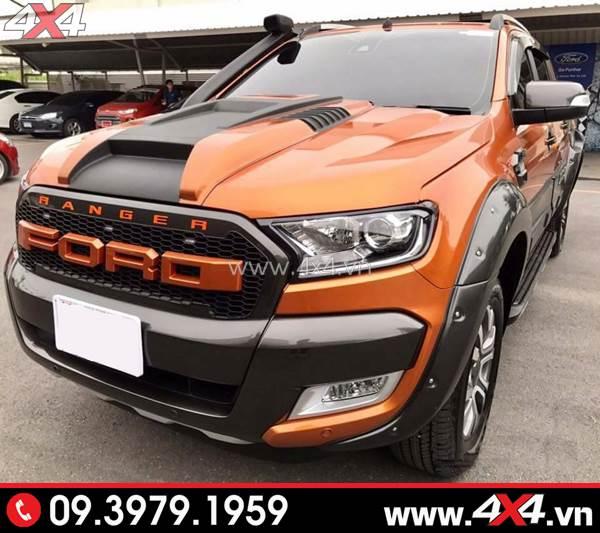 Chiếc Ford Ranger màu cam gắn mặt nạ chữ Ford màu cam đẹp và nổi bật