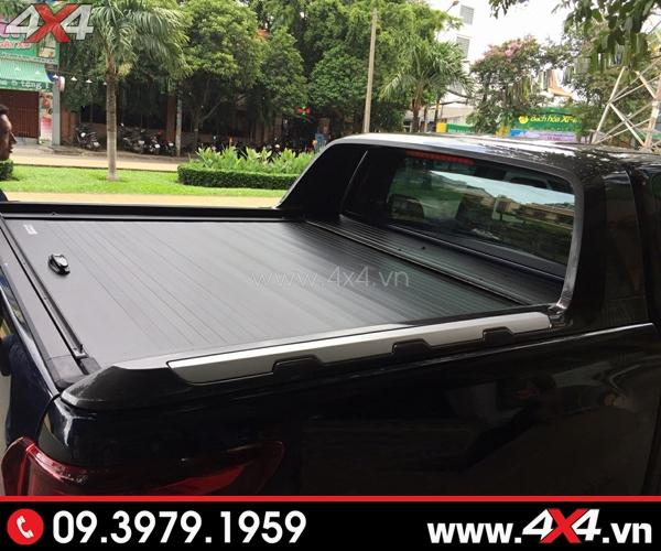 Chiếc Ford Ranger màu đen gắn nắp thùng cuộn Ford Ranger CB-744 đẹp và ngầu