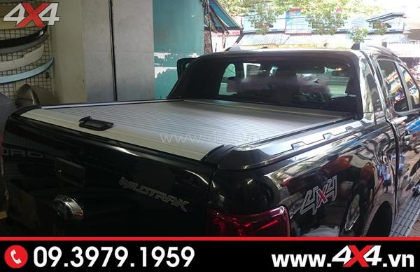 Xe Ford Ranger đen gắn nắp thùng KSC màu trắng đẹp và đẳng cấp