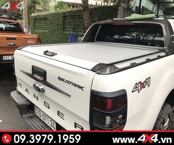 Chiếc Ford Ranger màu trắng gắn nắp thùng KSC bạc cực đẹp