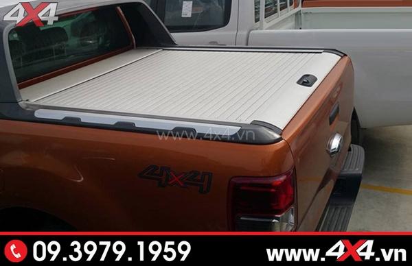 Xe Ford Ranger màu cam gắn nắp thùng KSC bạc đẹp và sang