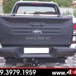 Ốp cốp sau bản lớn gắn xe Ford Ranger màu đen đẹp và chất