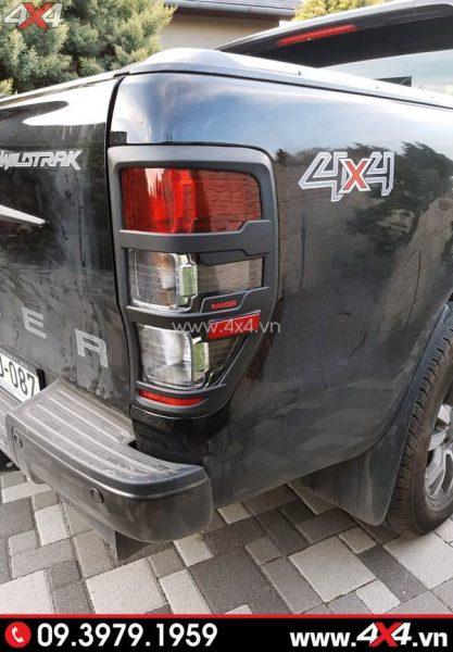 Ốp đèn hậu màu đen độ ngầu cho xe Ford Ranger