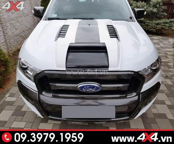 Chiếc Ford Ranger màu đen gắn vè che mưa đẹp và tiện lợi