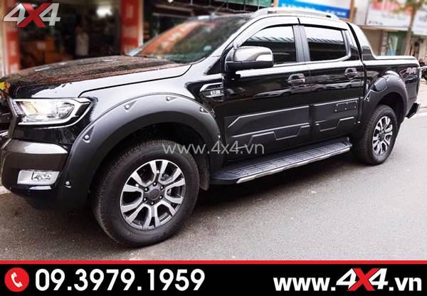 Chiếc Ford Ranger màu đen gắn ốp sườn đẹp, ngầu và chất hơn