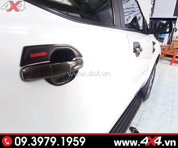 Ốp chén cửa đen gắn xe Ford Ranger