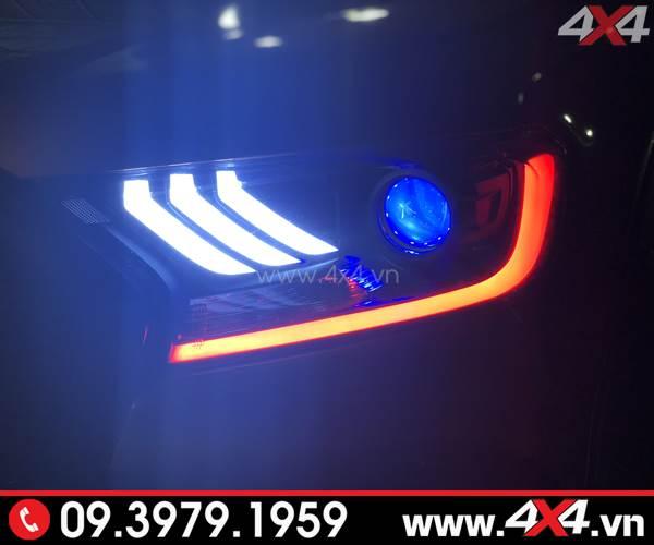 Đèn trước Ford Ranger Raptor được độ kiểu Ford Mustang và mắt quỷ đổi màu