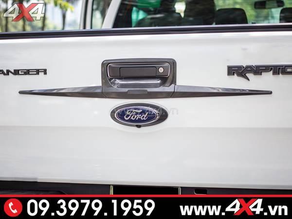 Ốp mở cốp thùng sau carbon độ đẹp và cứng cáp cho xe Ford Ranger