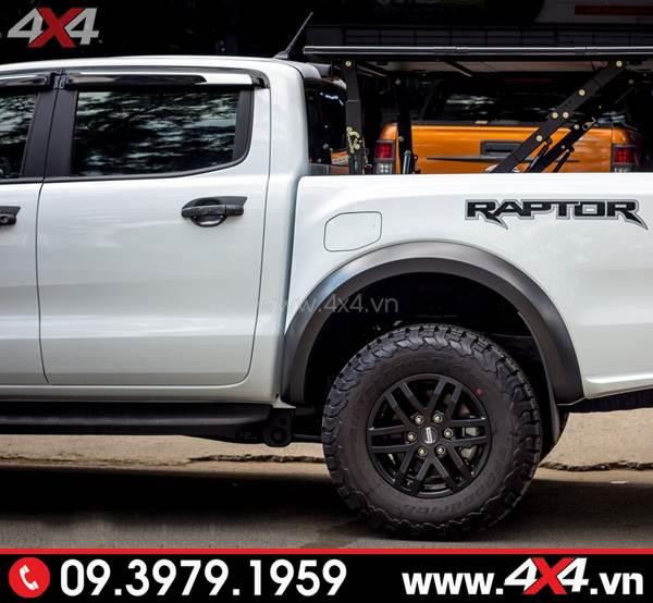 Xe Ford Ranger Raptor màu trắng gắn ốp tay nắm, ốp chén cửa đẹp và cứng cáp