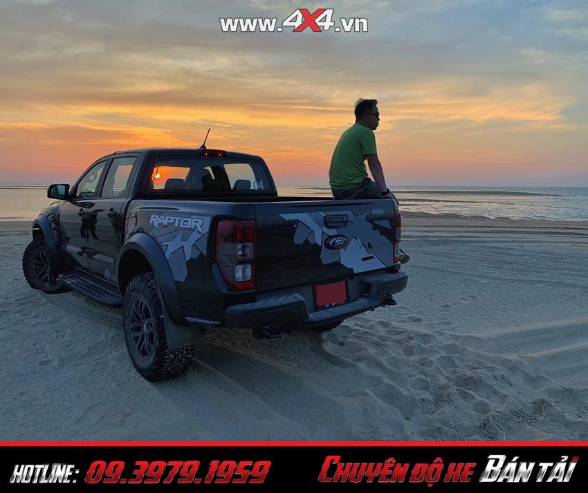 Phần sau xe bán tải Ford Ranger Raptor 2019
