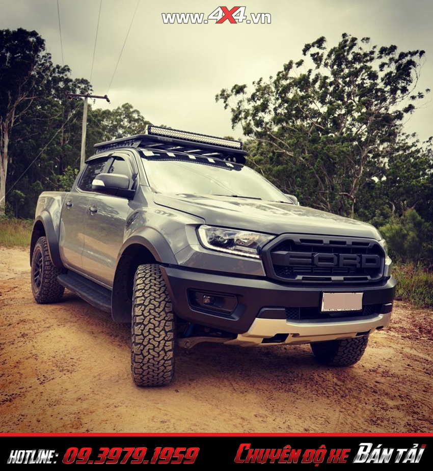 Phần trước xe bán tải Ford Ranger Raptor 2019