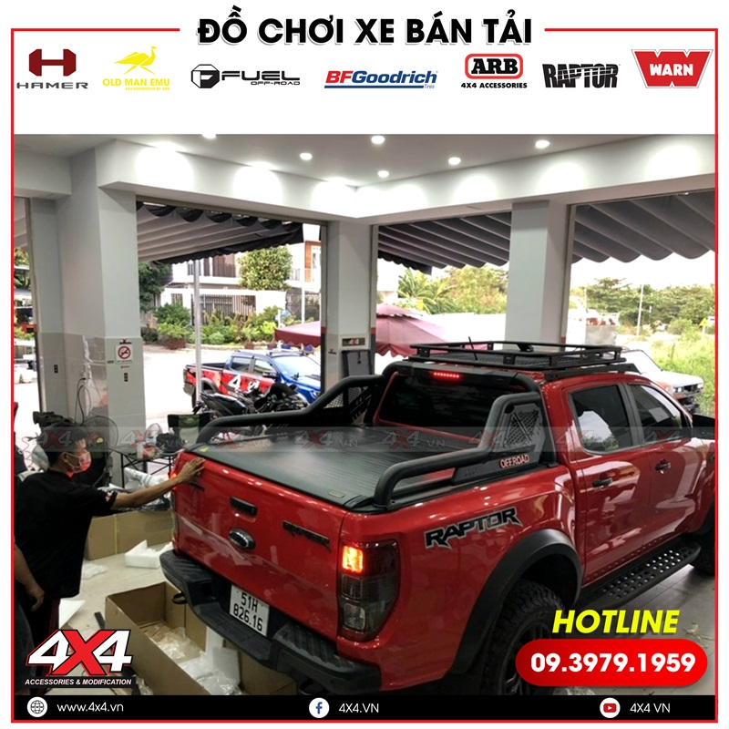 Bán tải Ford Ranger Raptor độ baga mui, thanh thể thao và nắp thùng cuộn đẹp, chất và đẳng cấp