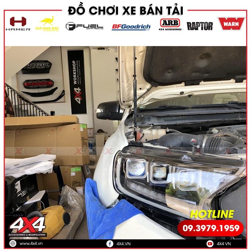 Xe bán tải Ford Ranger lên cụm đèn trước 3 bi giúp xe thêm đẹp hơn, ngầu và chất hơn rất nhiều