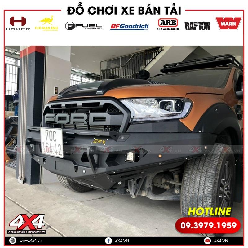 Xe bán tải Ford Ranger độ cản trước OFX hầm hố cùng nhiều món đồ chơi khác