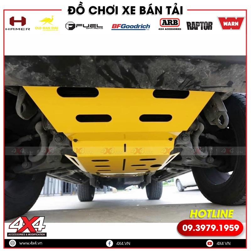 Xe bán tải gắn ốp giáp gầm giúp bảo vệ các chi tiết máy tốt hơn