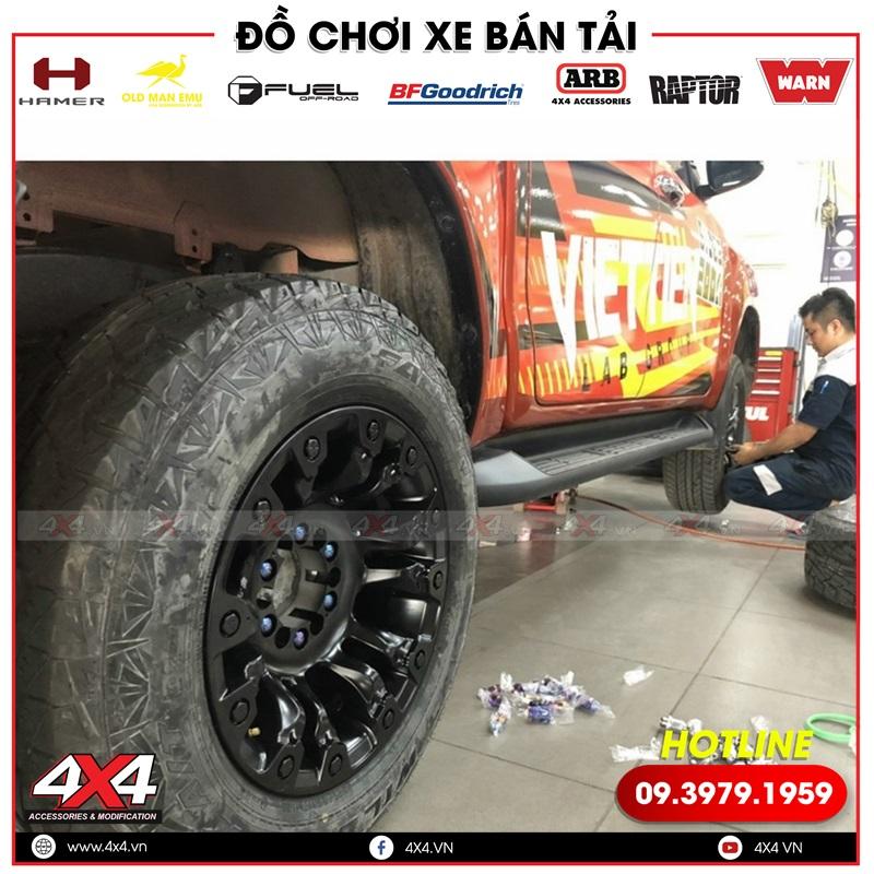 Xe bán tải Toyota Hilux độ mâm Fuel Vapor đẹp, đẳng cấp và chất