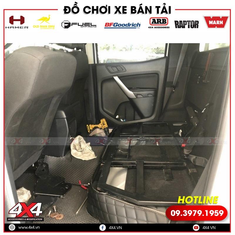 Độ ghế trượt chỉnh điện cho xe bán tải Ford Ranger giúp người ngồi sau thoải mái hơn