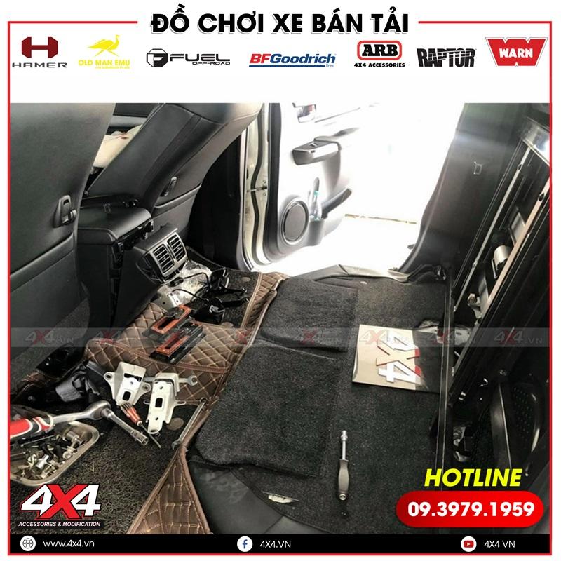 Độ hàng ghế sau chỉnh điện giúp xe bán tải Toyota Hilux thêm tiện nghi và hiện đại hơn