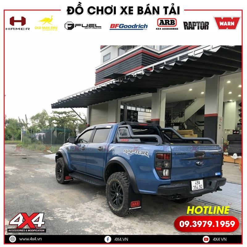 Chiếc bán tải Ford Ranger Raptor độ đồ ốp, thanh thể thao Offroad và chắn bùn ARB