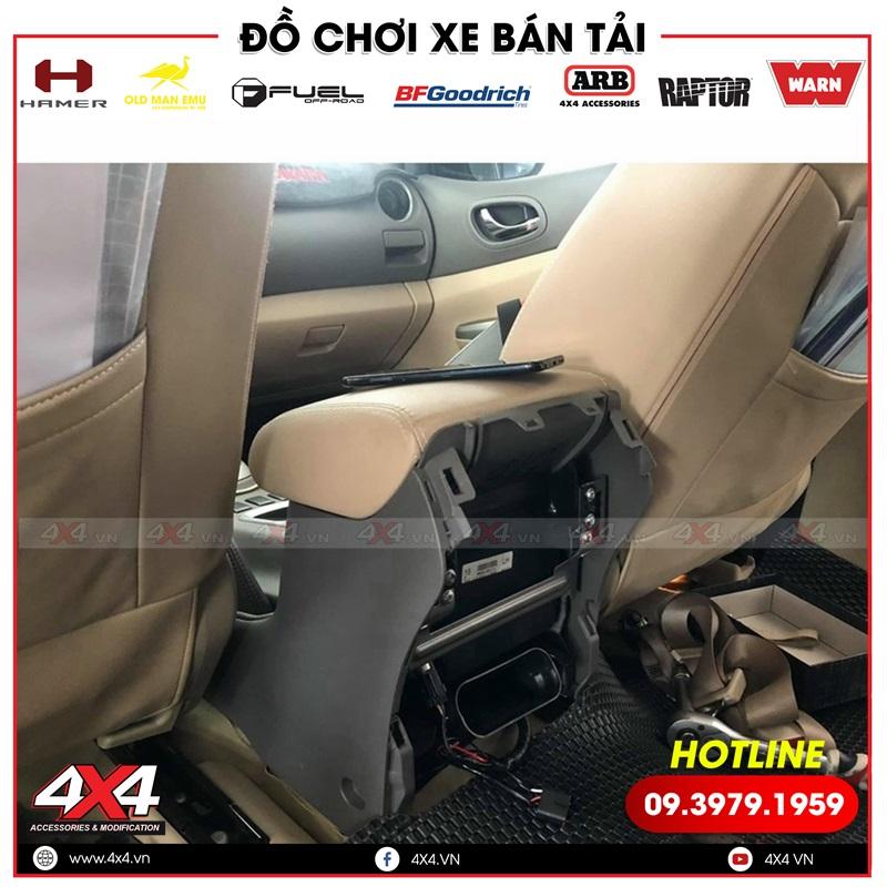 Hàng ghế sau chỉnh điện độ cho xe bán tải Nissan Navara điểu khiển dễ dàng với 1 nút nhấn