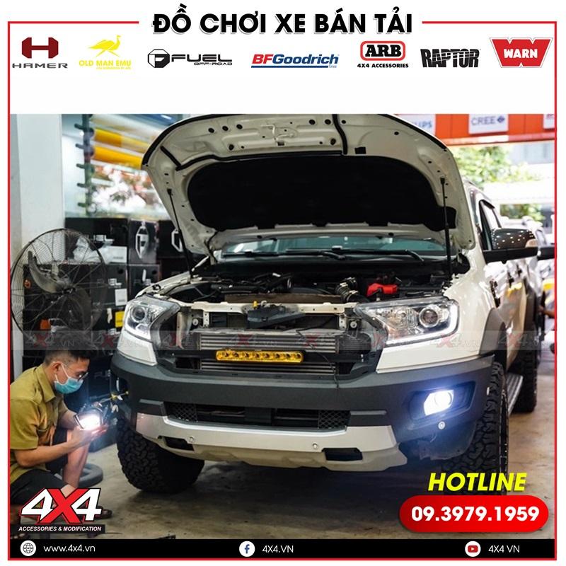Xe bán tải Ford Ranger Wildtrak độ đèn led bar phá sương và đèn tăng sáng bi gầm